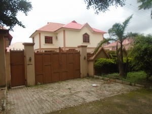 4 Bedroom Fully Detached Duplex With A Study Room 2 Bedroom Flat, Guest Chalet And 2 Rooms Bq 4 bedroom Detached Duplex for Sale Gwarinpa Abuja Vetra  Property