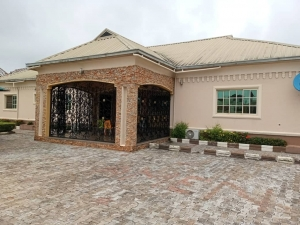 Super Standard 5 Bedrooms Ensuite Bungalow For At Ugbor On A Tarred Road 3 bedroom House for Sale Oredo Edo Vetra  Property